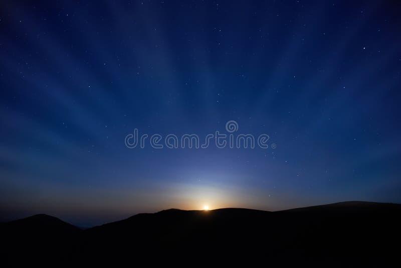Błękitny ciemny nocne niebo z gwiazdami zdjęcie royalty free