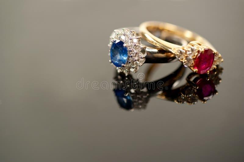 błękitny diamentowa czerwień dzwoni szafirowych położenia obraz stock