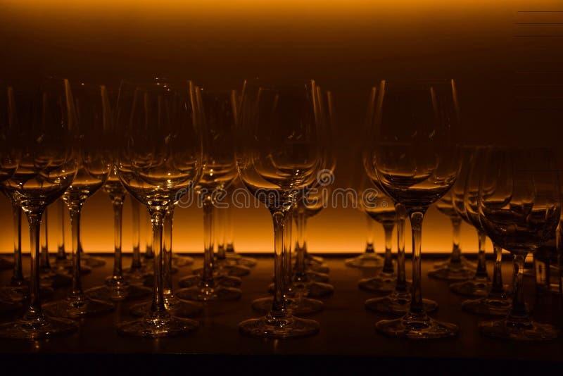 błękitny dof szkieł płycizny wino fotografia stock