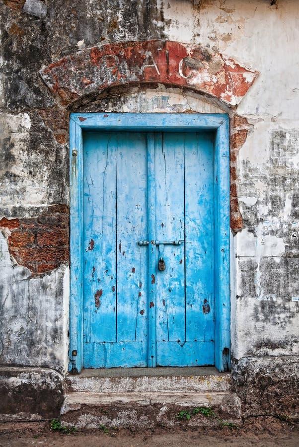 błękitny drzwiowy rocznik obrazy royalty free