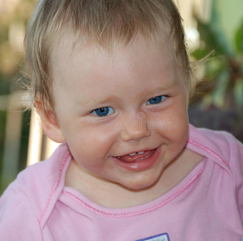 błękitny dziecko przygląda się trochę ja target1469_0_ fotografia stock