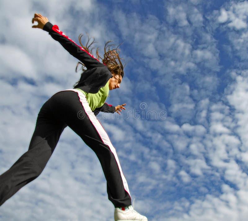 błękitny dziewczyny działający niebo obrazy royalty free