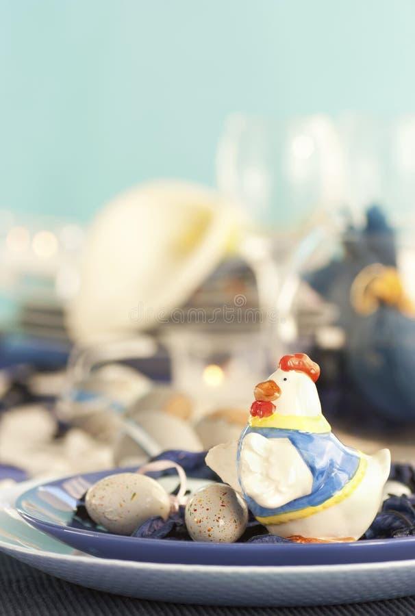 błękitny Easter położenia stołu biel fotografia stock