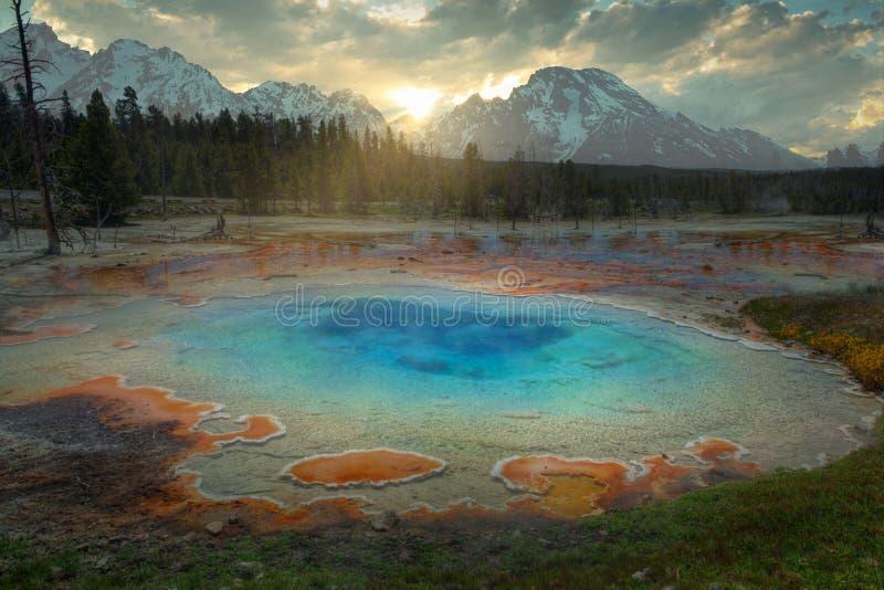 Błękitny gejzer przy Yellowstone obrazy royalty free
