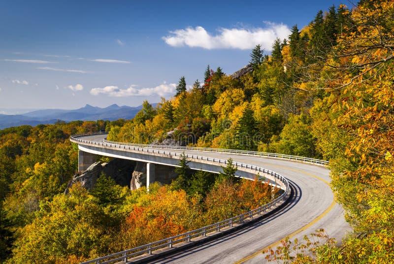 Błękitny grani Parkway Linn zatoczki wiadukt Pólnocna Karolina zdjęcia stock