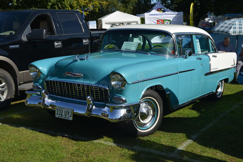 Błękitny i biały Chevrolet Belair obrazy royalty free