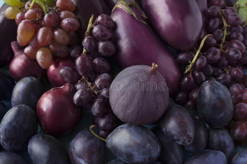 Błękitny i purpurowy jedzenie Tło owoc i warzywo obrazy stock