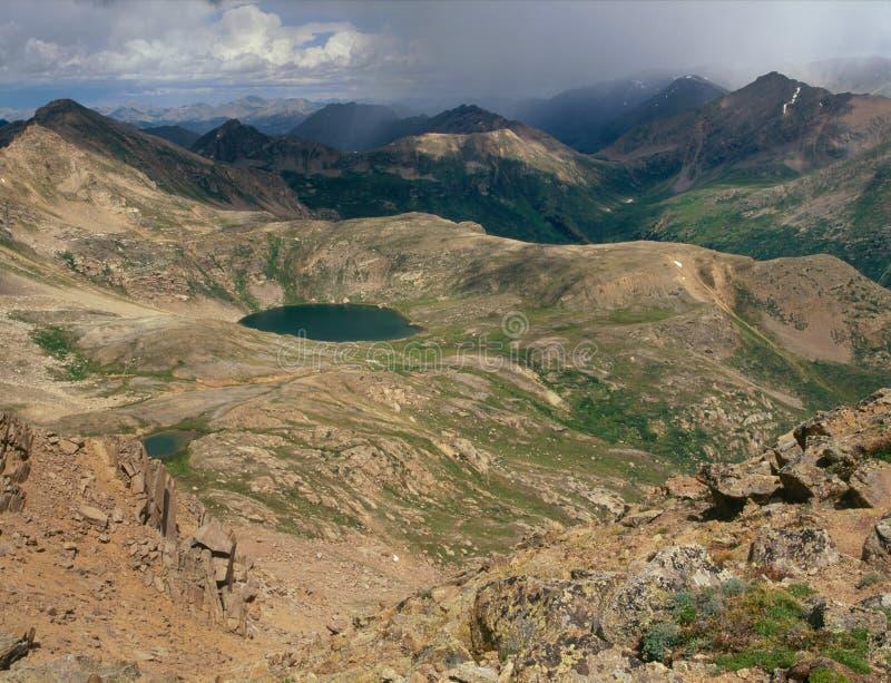 Błękitny jezioro w Mt Masywny pustkowie od szczytu szczyt 13500, Kolorado obraz royalty free