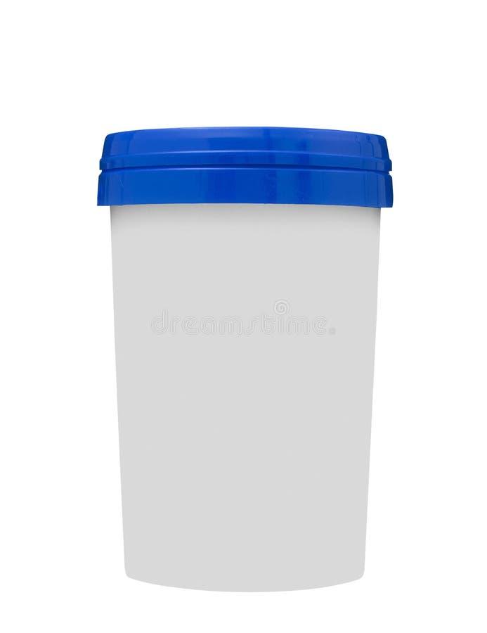 Błękitny karmowy plastikowy zbiornik odizolowywający na bielu zdjęcia royalty free