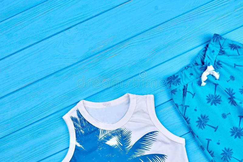 Błękitny koloru lato żartuje odzież zdjęcia royalty free