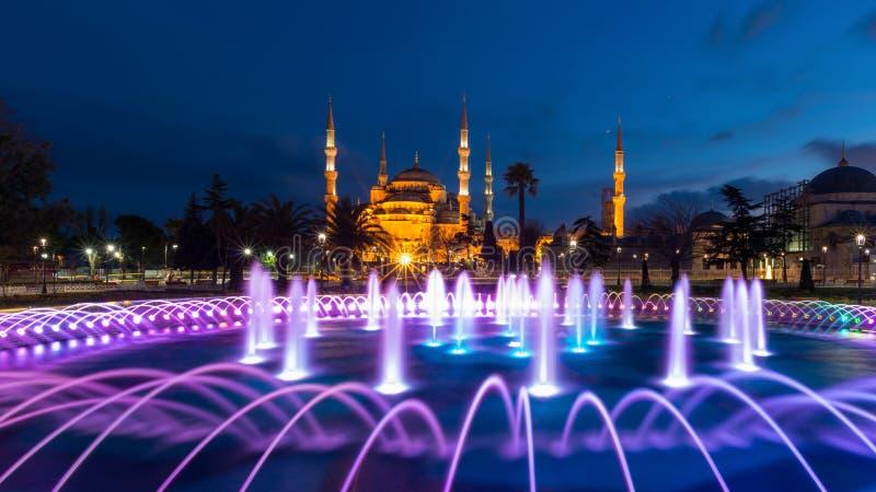 Błękitny meczet przy Sultanahmet kwadratem w wieczór, Istanbuł, Turcja fotografia stock