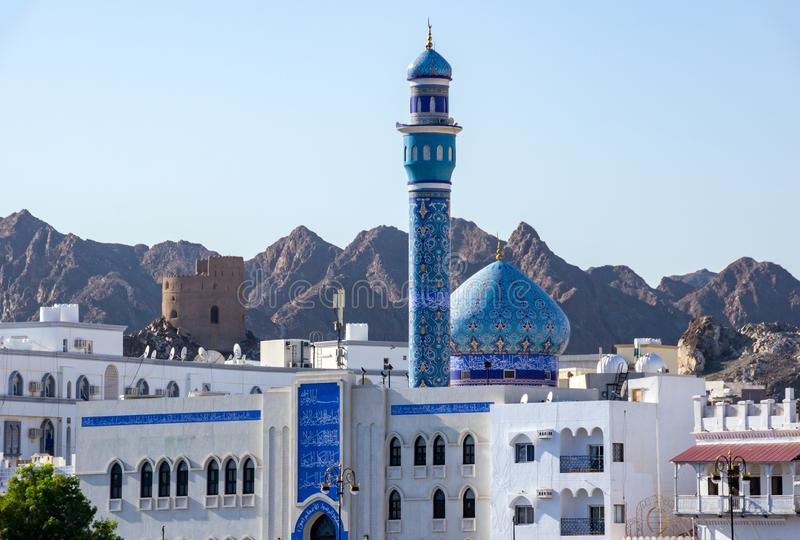 Błękitny minaret Mutrah meczet i kopuła - muszkat, Oman fotografia stock