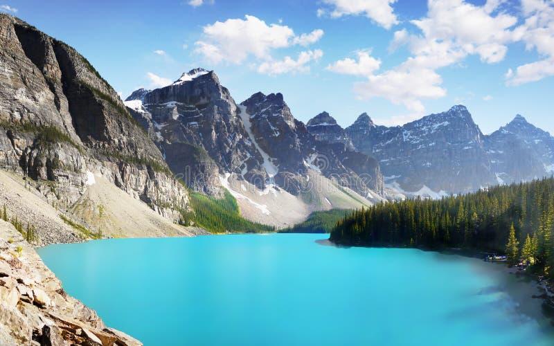 Błękitny Morena jezioro, Kanadyjskie Skaliste góry, Banff park narodowy, Alberta, Kanada fotografia stock
