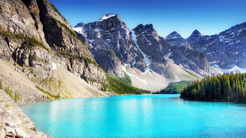Błękitny Morena jezioro, Kanadyjskie Skaliste góry, Banff park narodowy, Alberta, Kanada fotografia royalty free