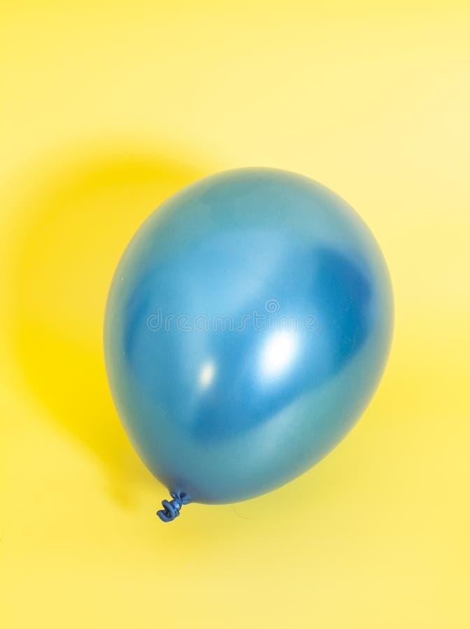 Błękitny nadmuchiwany balon zdjęcia royalty free