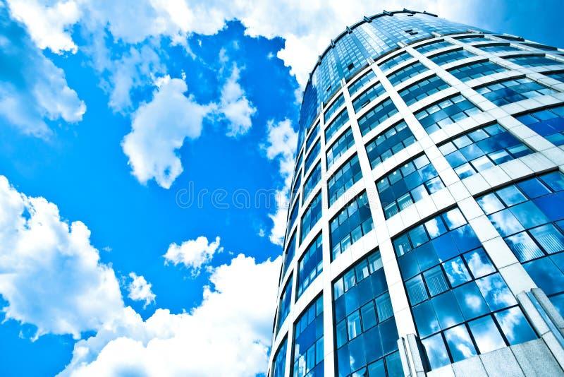 błękitny nowożytny biurowy drapacz chmur zdjęcie royalty free
