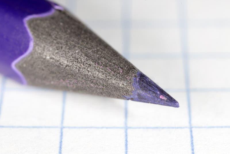 Błękitny ołówek na papierze Makro- zdjęcie royalty free