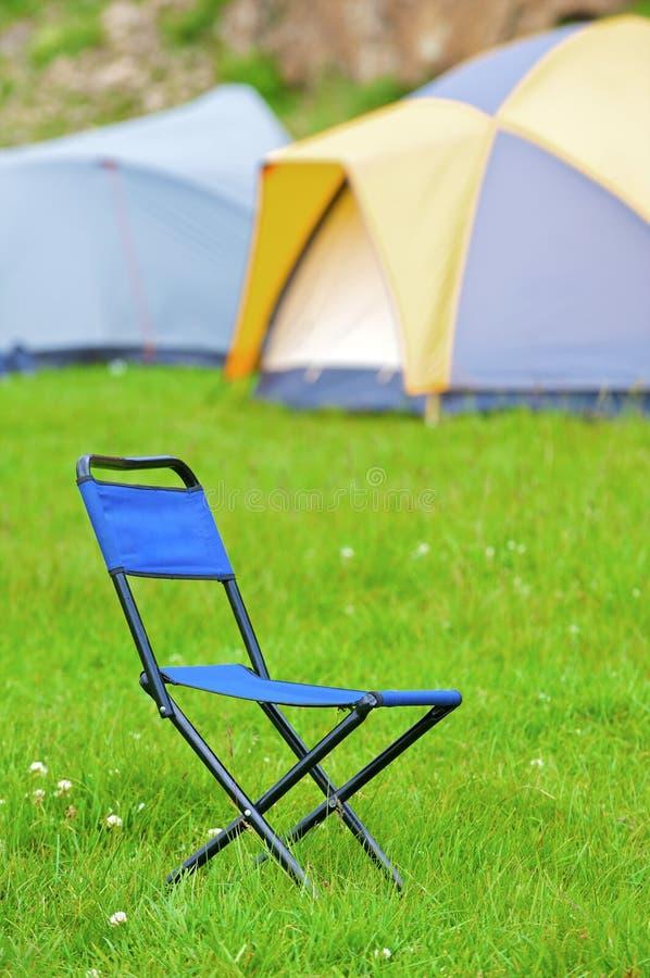błękitny obozowego krzesła falcowanie fotografia royalty free