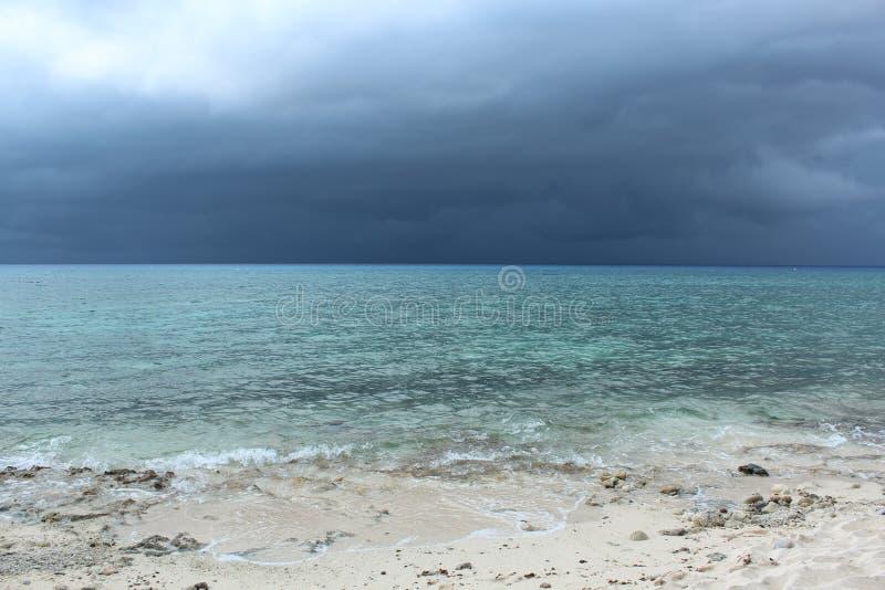 Błękitny ocean przed burzą Cuba zdjęcie stock