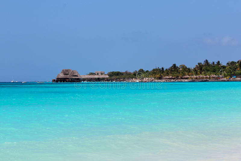 Błękitny oceanu wybrzeże Zanzibar zdjęcia stock
