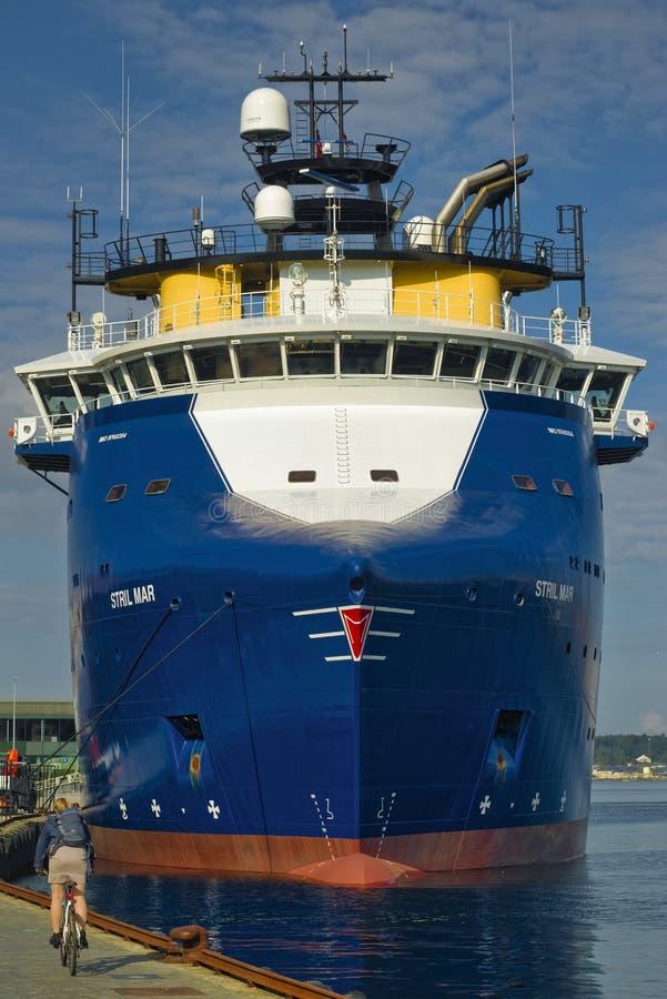 Błękitny ogólnego ładunku statek obraz royalty free