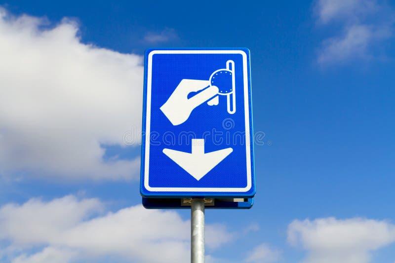 Błękitny parking zapłaty znak zdjęcia stock