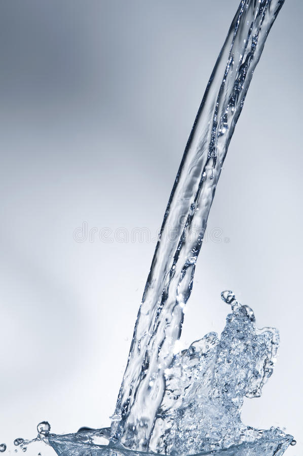 błękitny pluśnięcia strumienia woda obrazy stock
