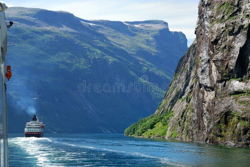błękitny promu fjord norwegu woda fotografia royalty free