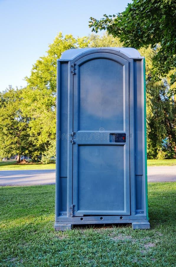 błękitny przenośna toaleta zdjęcia royalty free