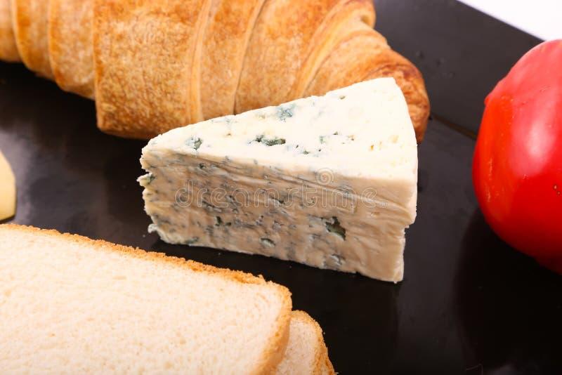 Błękitny ser z dzwonkowego pieprzu zakończeniem up obrazy stock
