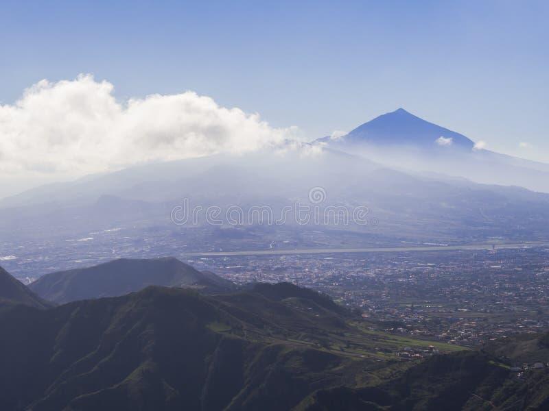 Błękitny szczyt Wulkanu Pico Del Teide wysoka hiszpańska góra ja obraz stock