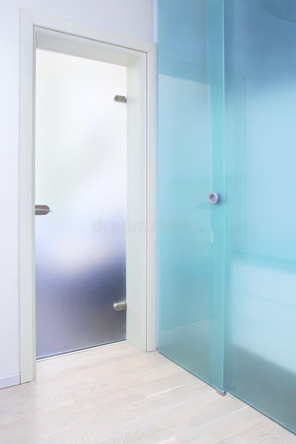 Błękitny szklany drzwi zdjęcie royalty free