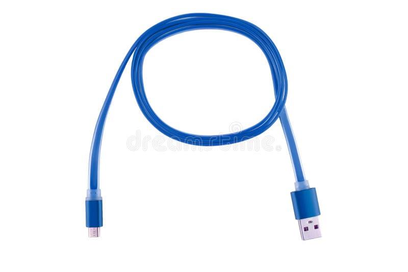Błękitny Usb kabel przekręcał w pierścionek na białym odosobnionym tle, Horyzontalna rama zdjęcia stock