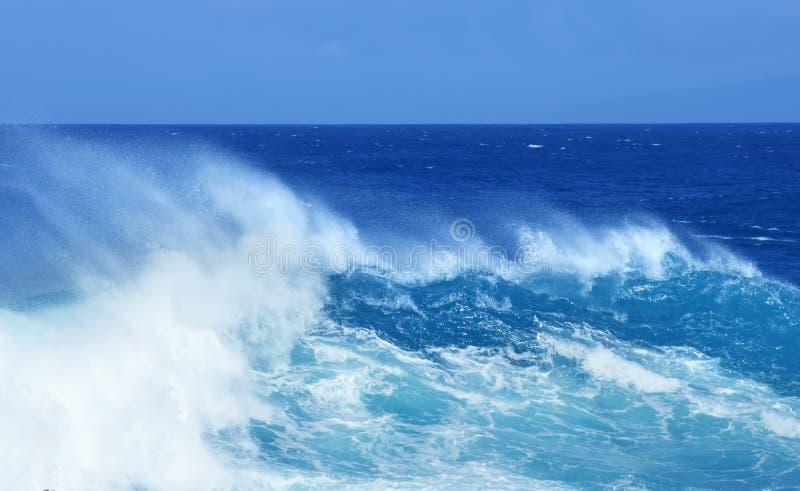 Błękitny Wielki Potężny ocean fala Panoramiczny widok fotografia stock