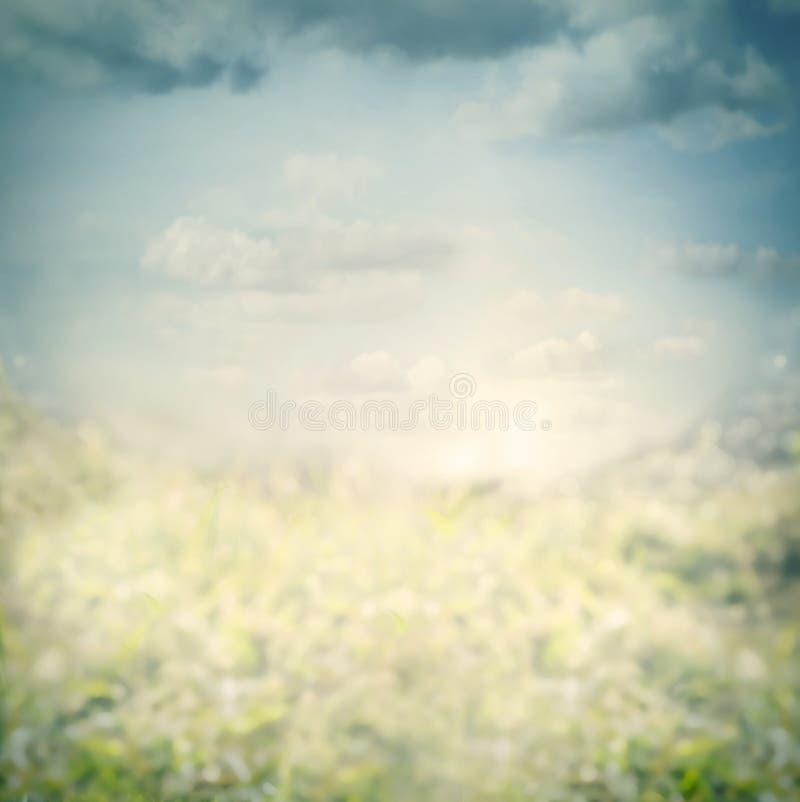 Błękitny zamazany natury tło z niebem zdjęcie stock
