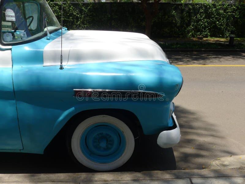 Bławy i biały Chevrolet Apache zdjęcie royalty free