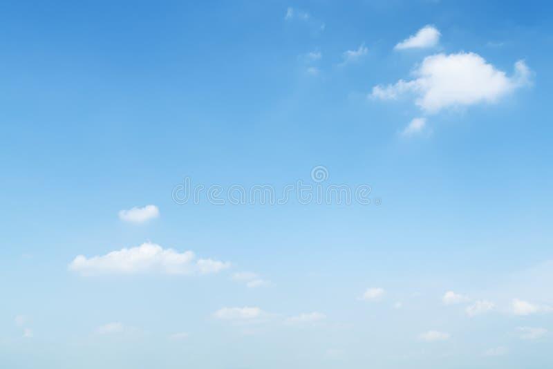 Bławy lata niebo obrazy stock