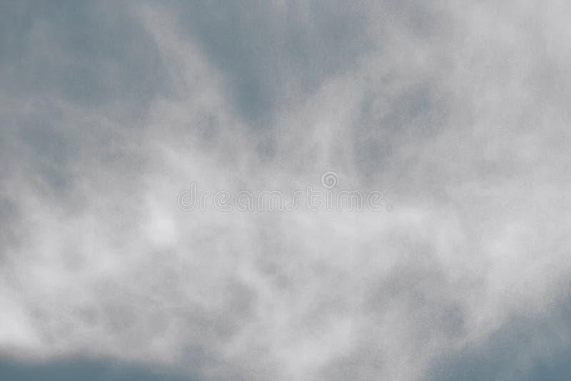 Bławy wodny pył w lotniczej makro- teksturze - cudowny abstrakcjonistyczny fotografii tło fotografia stock