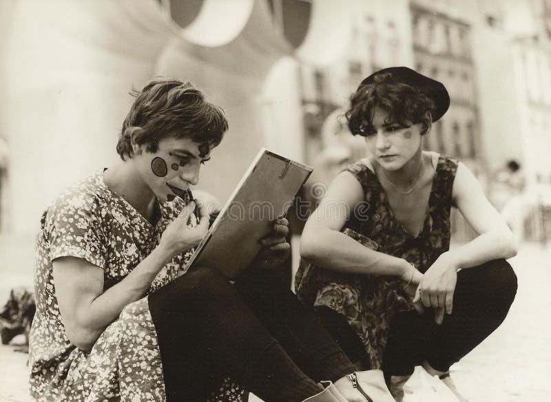 Błazen przygotowywa przedstawienie przed Beaubourg w Paryż 1979 obraz royalty free