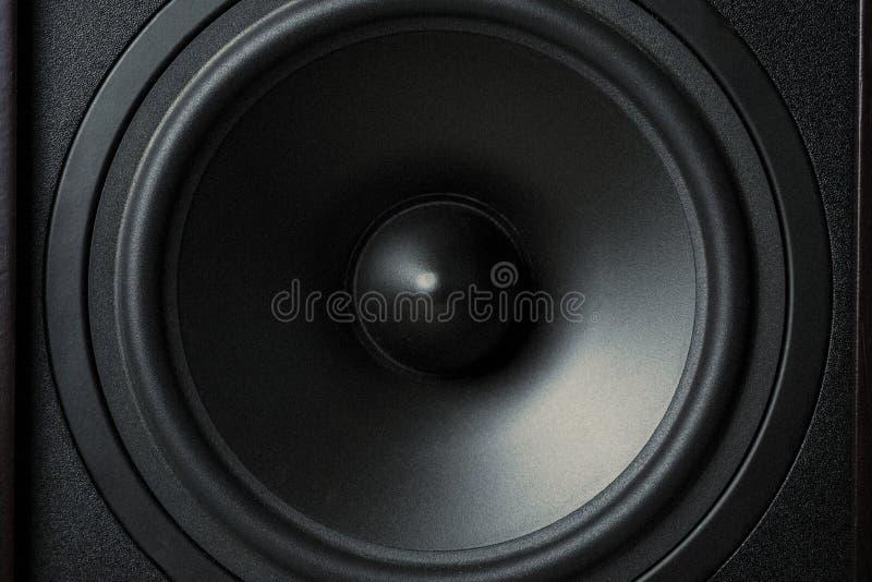 Błona rozsądny mówca na czarnym tle, zamyka up zdjęcia stock