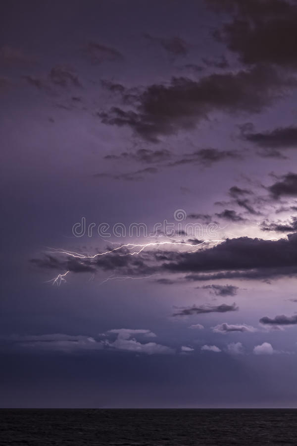 Błyskawica i chmury fotografia stock