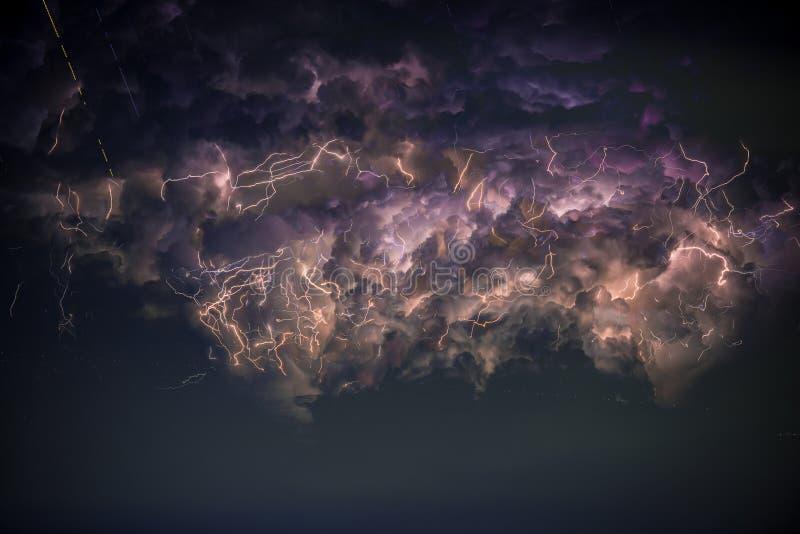 Błyskawica w burzy chmurze zdjęcie royalty free