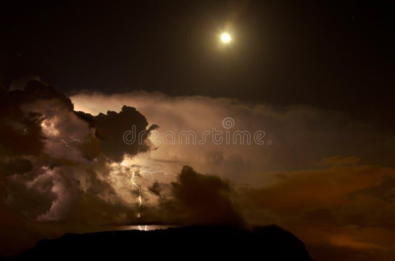 Błyskawica w chmurach zdjęcia stock