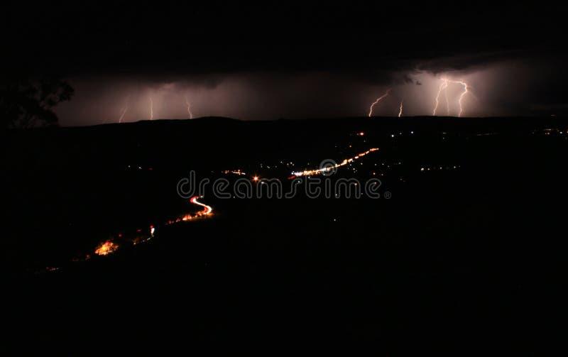 B?yskawicowa burza przechodzi obok od punktu obserwacyjnego zdjęcia stock