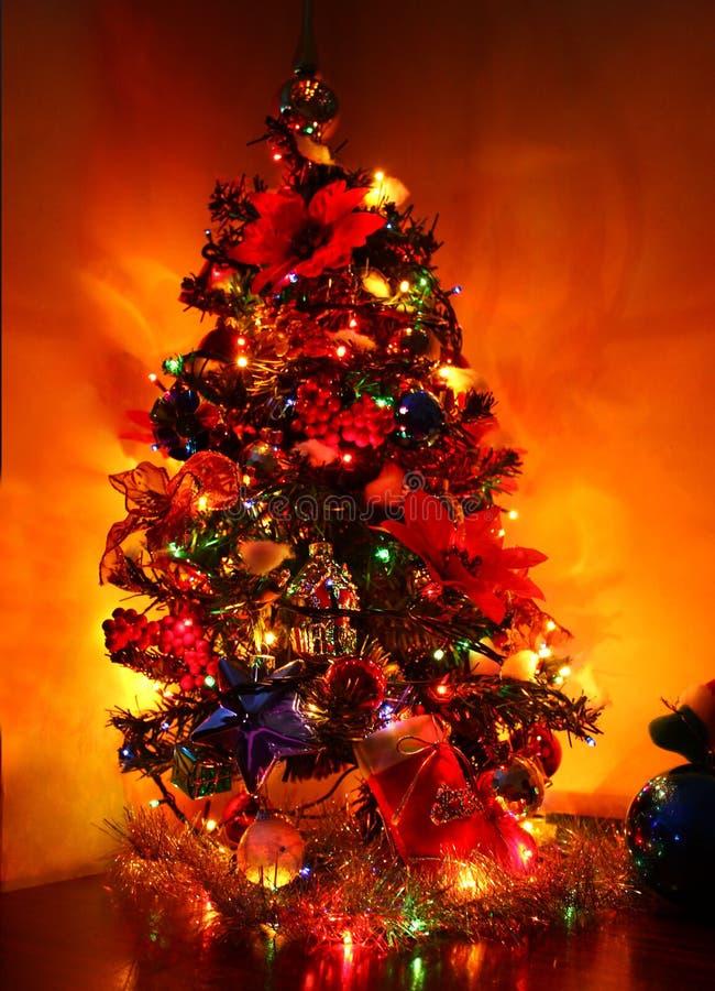 błyszczący Bożego Narodzenia drzewo obraz royalty free