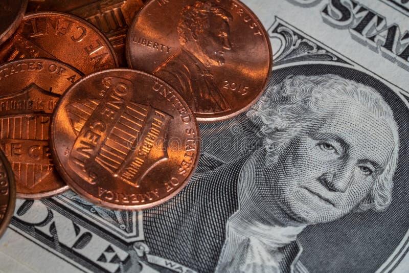 Błyszczący centy i dolarowy rachunek zdjęcia royalty free