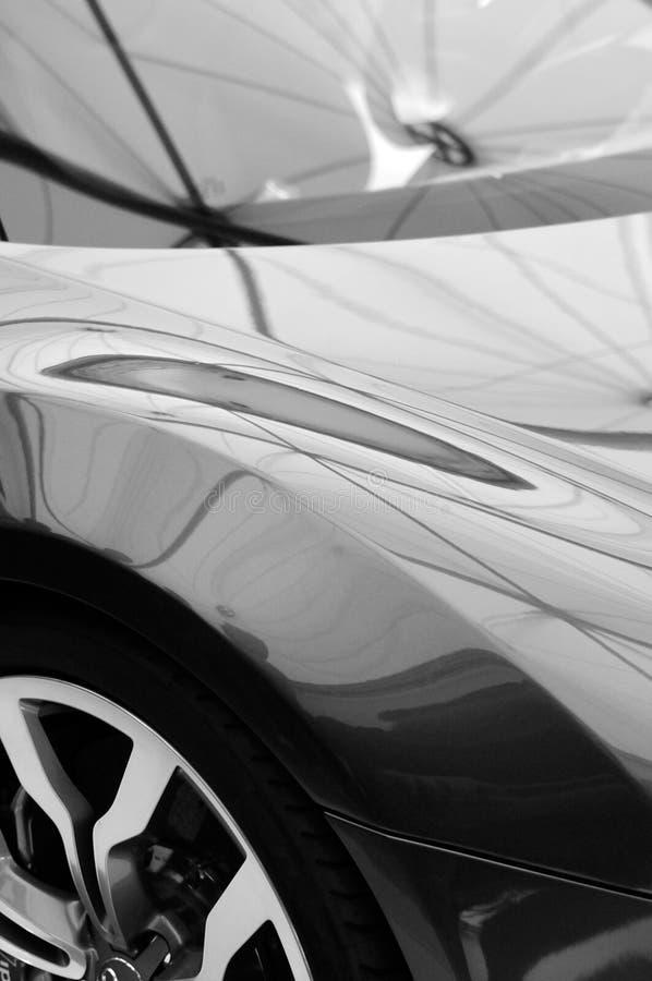 błyszczący czarnym samochodzie, obrazy royalty free