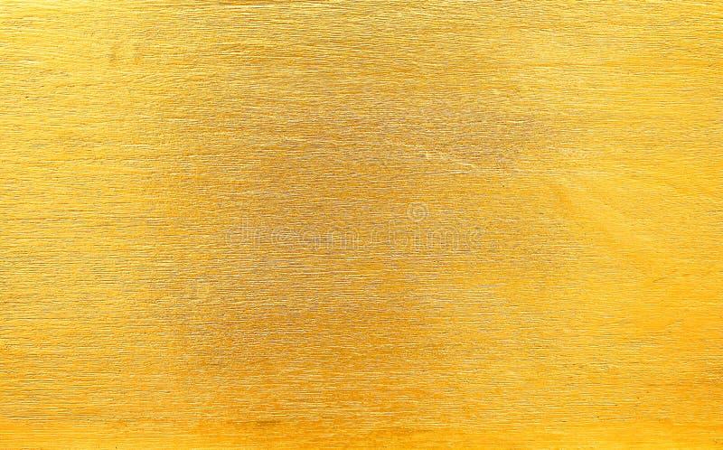 Błyszczący złoto malował na drewno ścianie w delikatnych kreskowych wzorach dla tekstury lub tła, horyzontalnych fotografia royalty free