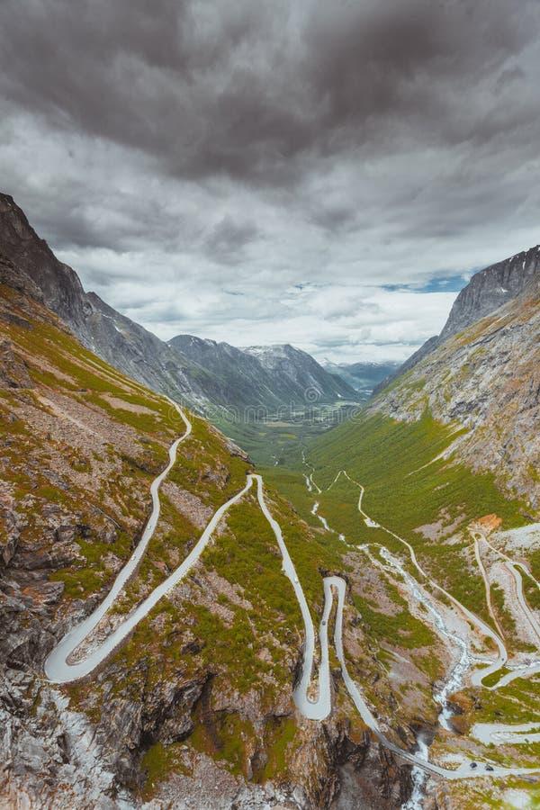 Błyszczki ścieżki Trollstigen halna droga w Norwegia zdjęcie royalty free