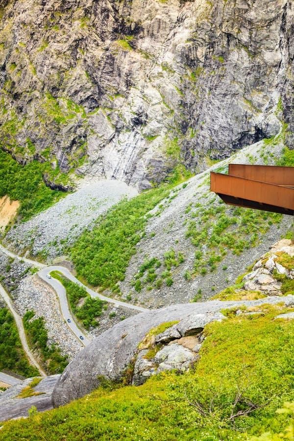 Błyszczki ścieżki Trollstigen halna droga w Norwegia obrazy stock